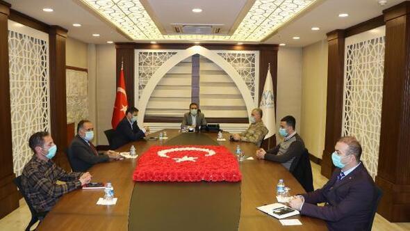 Hakkari Valiliğinden PTT önlerinde oluşan kuyruklarla ilgili flaş karar