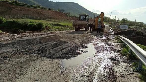 Gercüşte yağışla tahrip olan yollar onarılıyor