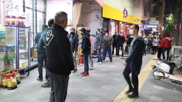Manisa'da vatandaşlar bakkal ve marketler akın etti