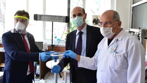 Üniversitelilerden sağlık çalışanlarına siperlik maske