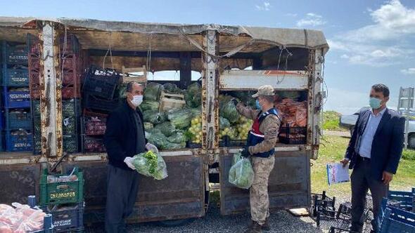 Gölbaşı'nda karantidaki 2 köye sebze ve meyve dağıtıldı