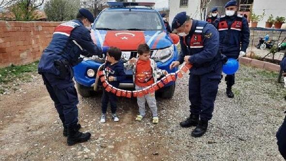 Jandarmadan çocuklara 23 Nisan sürprizi
