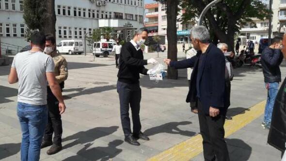 Vefa Sosyal Destek Grubundan Alaşehirde maske dağıtımı