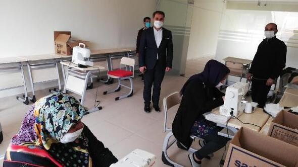 Gercüşte gönüllü kadınlar, günde bin maske üretiyor