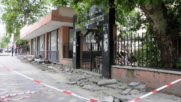 Adıyamanda 52 yıllık kütüphanenin yıkımına başlanıldı