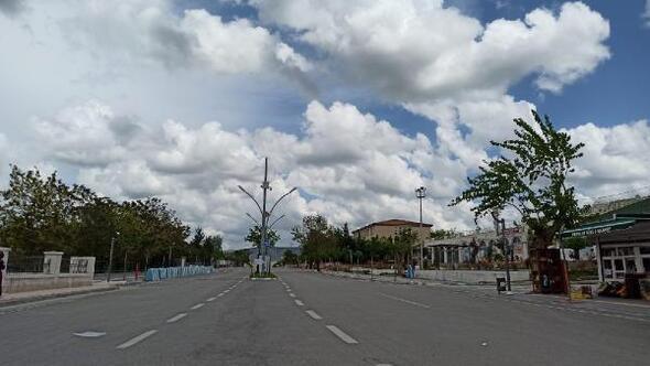 Gercüşte sokak ve caddelerde boş kaldı