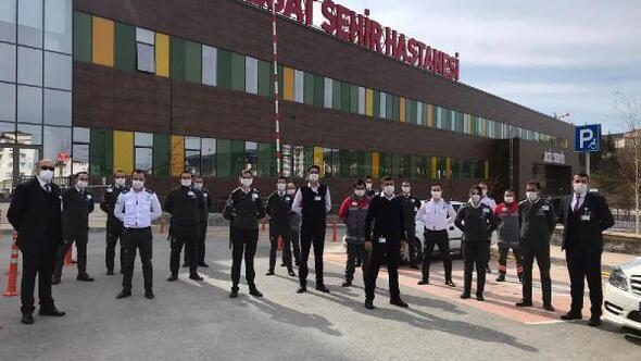Yozgat Şehir Hastanesinde, koronavirüs hastalarını güvenlik görevlileri yönlendiriyor