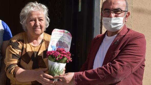 Edirne Belediyesi 200 engelli çocuk annesine çiçek dağıttı