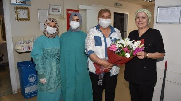 Başkan Erdemden hemşirelere karanfil