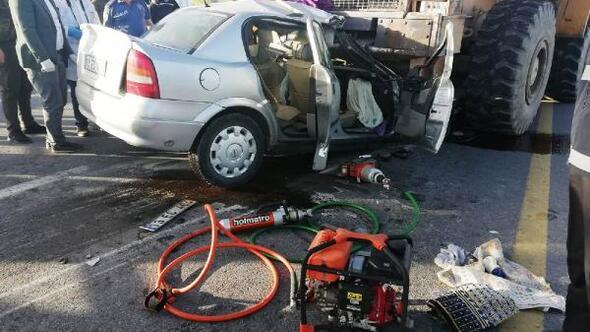 İş makinesine çarpan otomobilinsürücüsü öldü