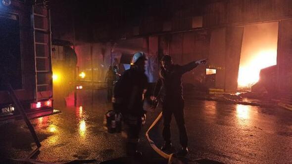Çorum'da sanayi sitesinde yangın: 5 iş yeri küle döndü