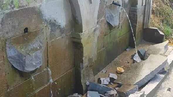 Tarihi çeşmenin taşlarını kırdılar