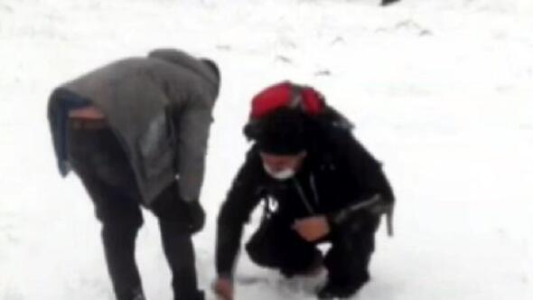 Önce donmaktan kurtardı, sonra botunu verdi