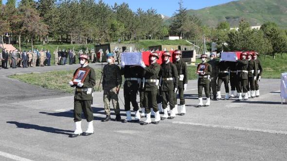 Hakkaride şehit 2 asker, törenle memleketlerine uğurlandı