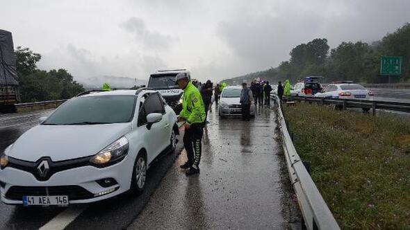 Düzce'de TEMde 2 ayrı zincirleme kaza: 25 araç hasar gördü