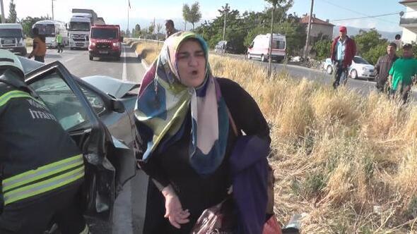 Eşi ve 2 çocuğu kazada yaralanan kadından sürücüye köpek için fren tepkisi