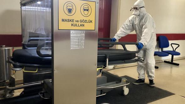 Sedyeler sterilizasyon kabininde temizleniyor