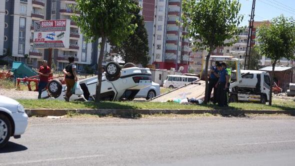 Siverekte devrilen otomobildeki çift yaralandı