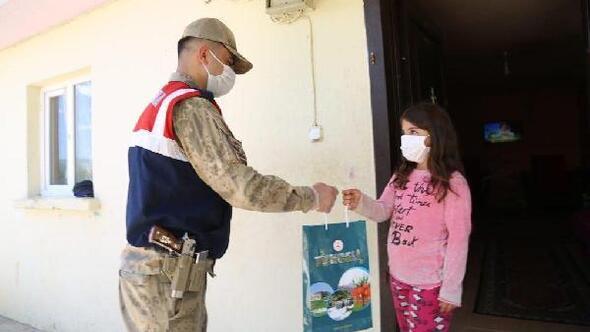 Vefa ekibi, Tuncelide çocuklara 2 bin 435 kitap dağıttı