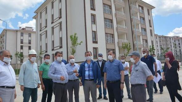 Dinarda TOKİ konutları teslim ediliyor