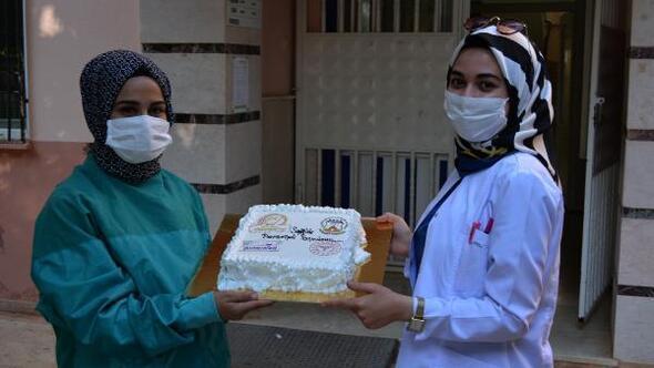 Baklavacılardan sağlık çalışanlarına tatlı ikramı