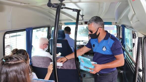 Kozanda sürücü ile yolculara maske ve sosyal mesafe denetimi