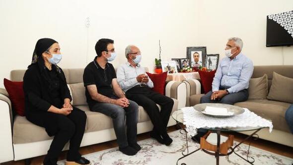 Başkan Güderden, şehit babasına babalar günü ziyareti