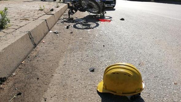 Salihlide motosiklet kamyonete çarptı: 2 yaralı