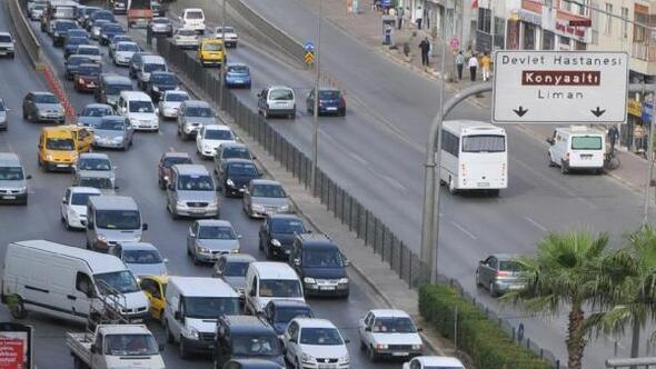 Antalyadaki araç sayısı 62 ilin nüfusunu geçti