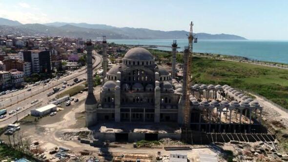 Doğu Karadenizin en büyük cami ve külliyesinin yapımı sürüyor