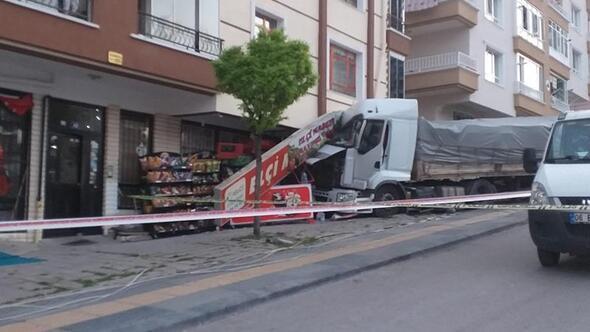 Freni boşaldı markete daldı