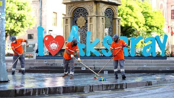 Aksarayda kent merkezi tazyikli suyla yıkandı