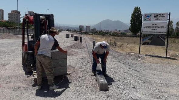 Melikgazide altyapı ve asfaltlama çalışmaları sürüyor