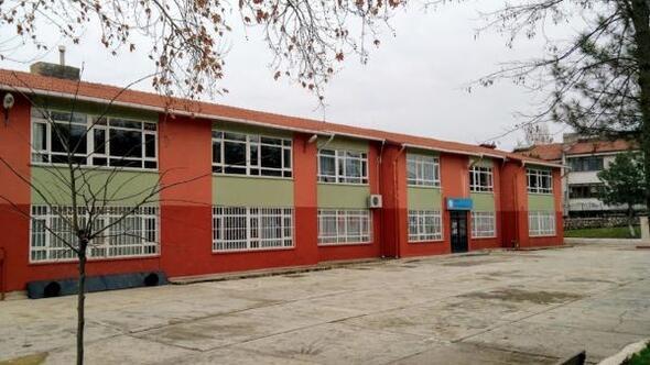 Edirnede, depreme dayanıksız riskli bina raporu verilen Gazi İlkokulu yıkılacak