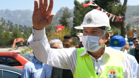 Başkan Karalar Pozantı'da bir köprünün ve tesisin açılışını yaptı, bir köprünün de temelini attı