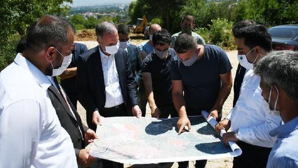 İnegölde Kıbrıs Caddesinin yol açma çalışmaları sürüyor
