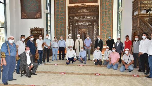 Bursa Büyükşehir Belediye Başkanı Aktaş, cami açılışında vatandaşlarla bayramlaştı