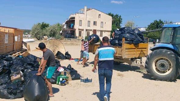 Saros Körfezindeki tatil beldelerinden 100 kamyon çöp toplandı