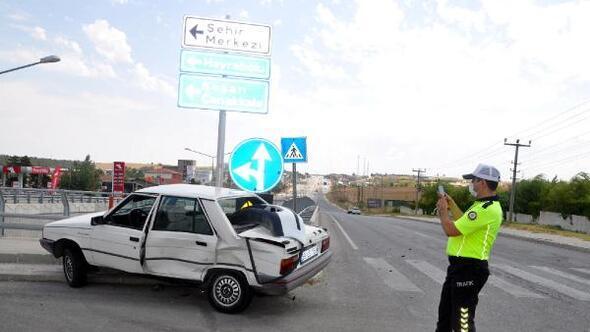 Malkarada çarpışan 2 otomobilin sürücüleri yaralandı