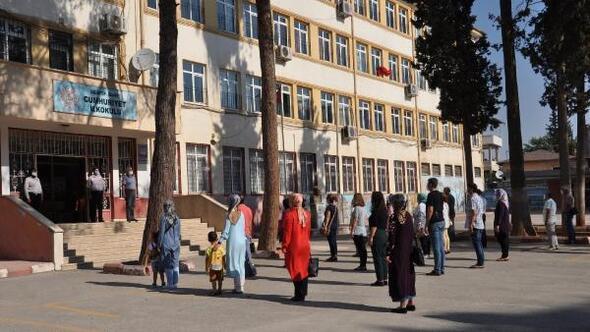 İslahiyede uzaktan eğitim okunan İstiklal Marşı ile başladı