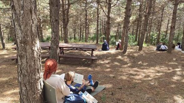 Şehir Ormanı'nda kitap okumanın tadını çıkardılar