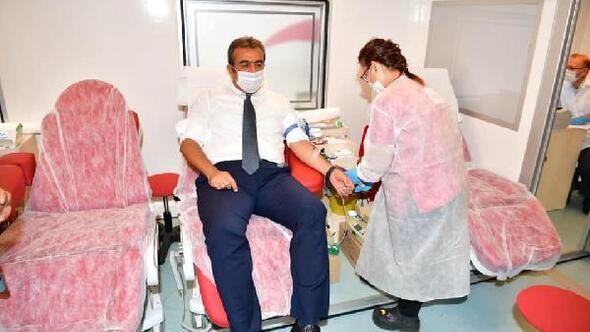 Başkan Soner Çetin, Kızılaya kan bağışında bulundu
