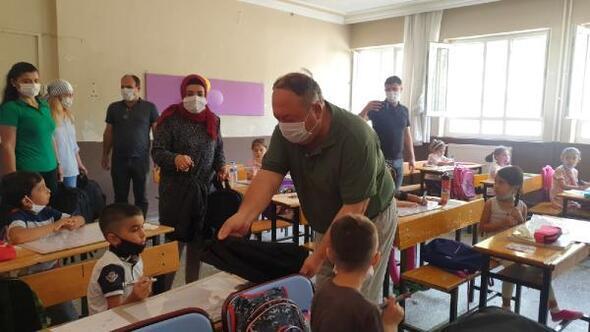 Kadirlide ihtiyaç sahibi öğrencilere çanta ve kırtasiye yardımı yapıldı