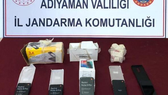 Minibüsteki kaçak cep telefonlarına 1 gözaltı