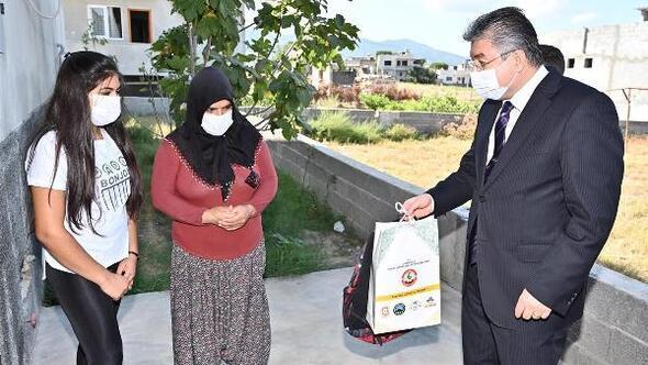 İhtiyaç sahibi öğrencilere kırtasiye malzemesi dağıtıldı