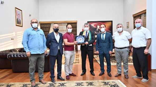 Osmaniyesporlu taraftarlardan Vali Yılmaza ziyaret