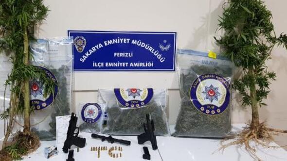 Sakarya'da uyuşturucu operasyonu: 2 gözaltı