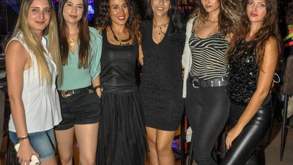 Kadınlar, Melek Mossoya hayran kaldı