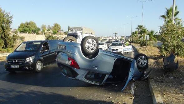 Minibüsle çarpışan otomobil takla attı
