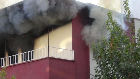 Evde çıkan yangın paniğe neden oldu